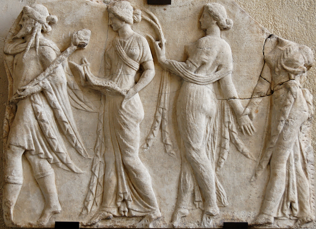 http://a403.idata.over-blog.com/3/74/67/31/lectures/homere/dionysos-menant-les-heures-1er-s-louvre.png